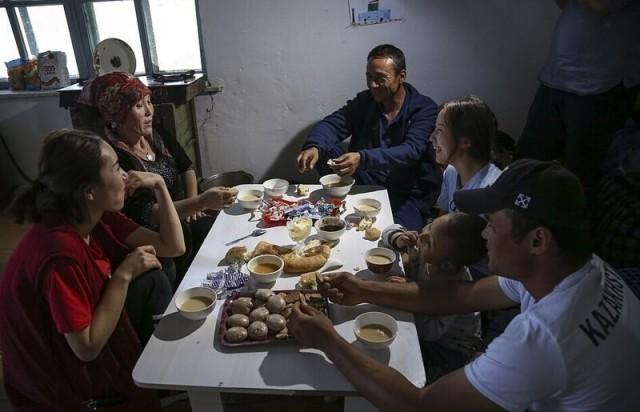 Мусульман в Китае заставили есть свинину