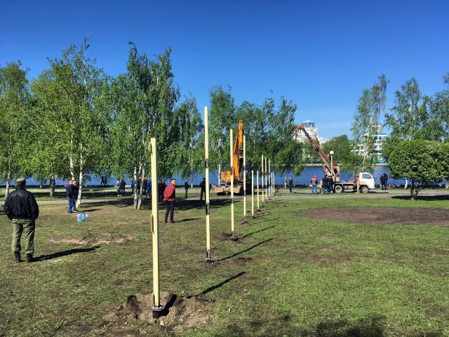 На месте строительства храма в Екатеринбурге начали устанавливать капитальный забор