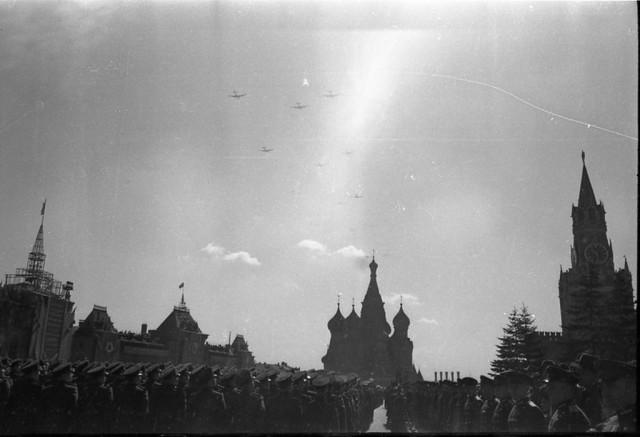 Военный парад весна 1951 года.