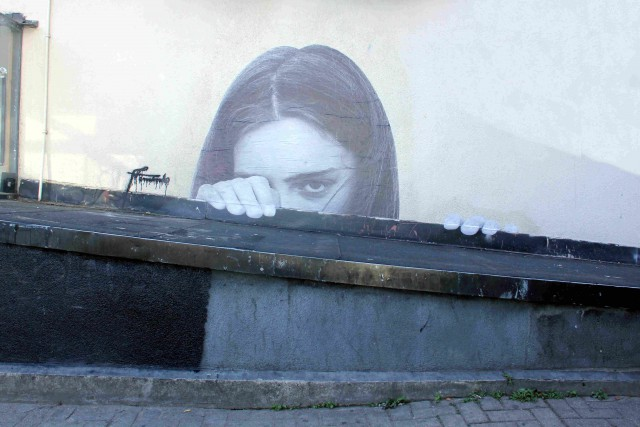 Кто автор граффити, кто-нибудь знает?