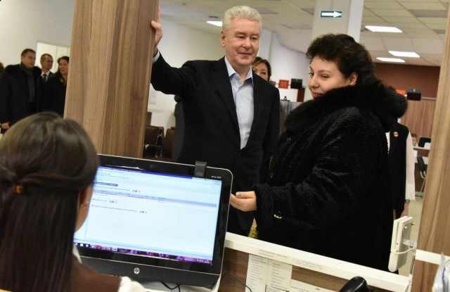 Маразм крепчал. В Москве вводится новый тип пропусков
