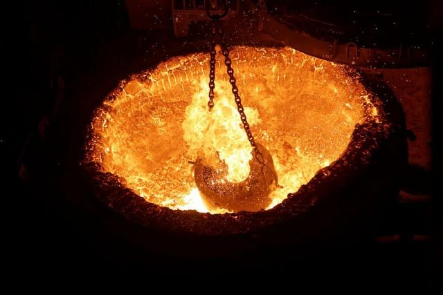 Как варят металл в электродуговой печи.