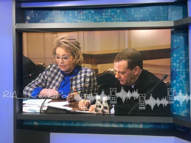 Матвиенко пожаловалась Медведеву на качество бутилированной воды