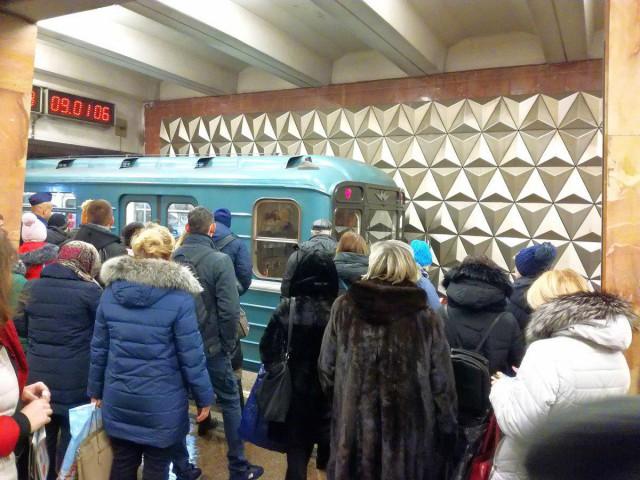 Поезд застрял в туннеле на станции «Медведково»