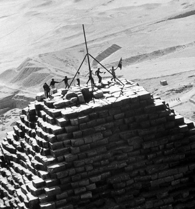 Почему нельзя забираться на пирамиду