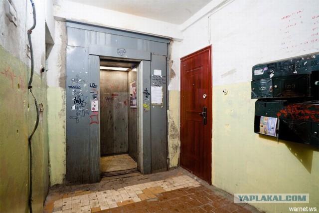Шувалов предложил делать двери в подъезды стеклянными