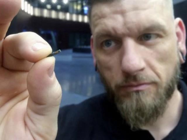 Тысячи шведов вставляют микрочипы под кожу