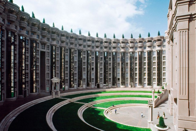 Великие и ужасные: топ-10 самых безумных жилых комплексов мира