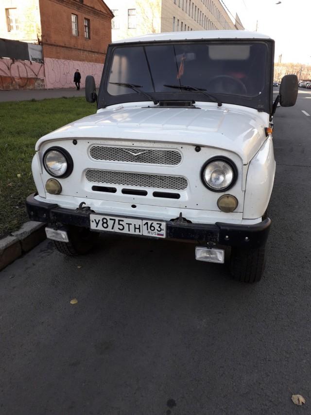 В Петербурге вторые сутки стоит машина, в которой находятся собаки и кошки