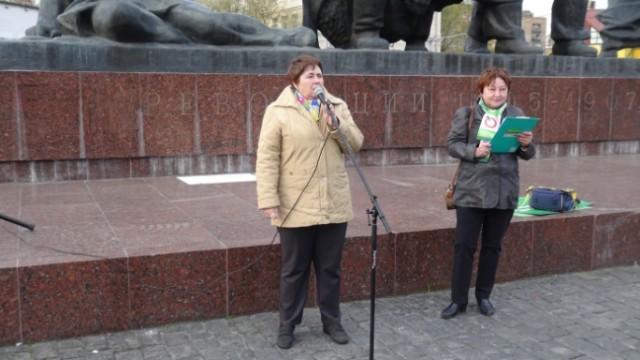 """В Москве активистке партии """"Яблоко"""" плеснули в лицо химическим раствором"""