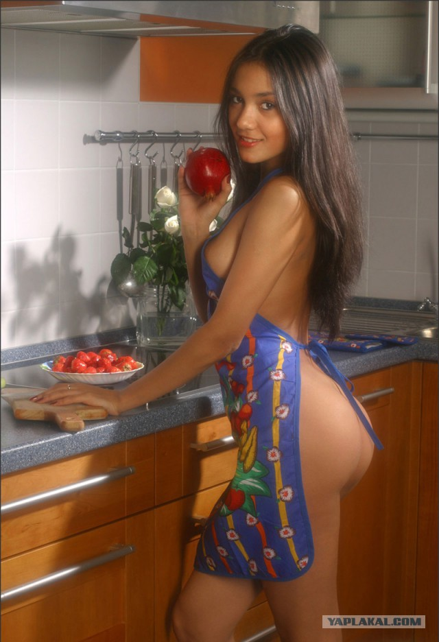 Подборка девушек на кухне.