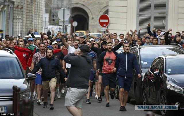 Сотни английских фанов были разогнаны французской полицией в Лилле