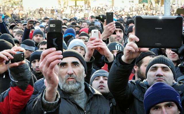 Сенаторы предложили ввести в России платную регистрацию всех мобильников.