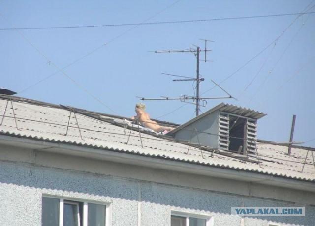Голая женщина устроила переполох соседям (Внимание сиськи)