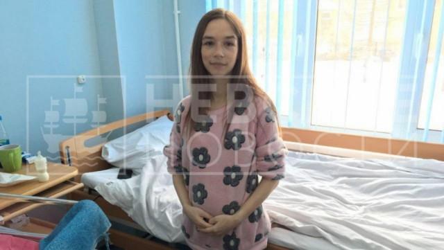 «Как-то здесь по-домашнему». 19-летняя девушка, первый раз родившая в 15 лет, стала матерью еще троих детей