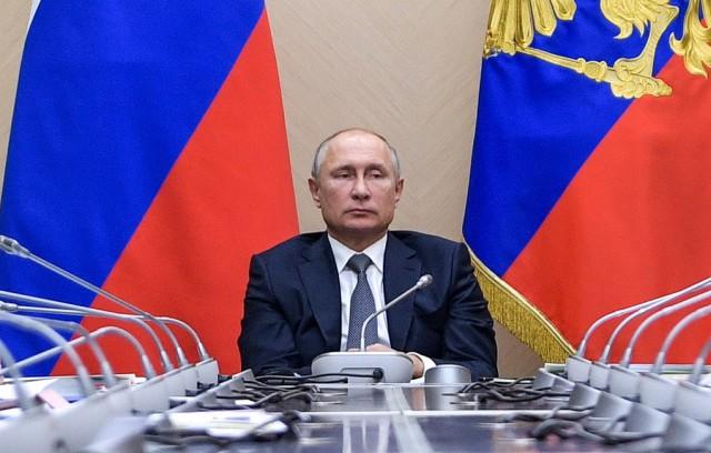 Путин подписал закон о продлении приостановки выплат по советским вкладам