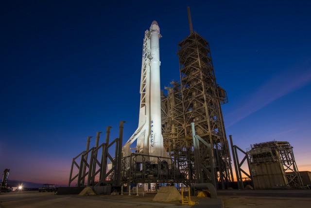 Запуск Falcon 9 FT с грузовым кораблем Dragon к МКС