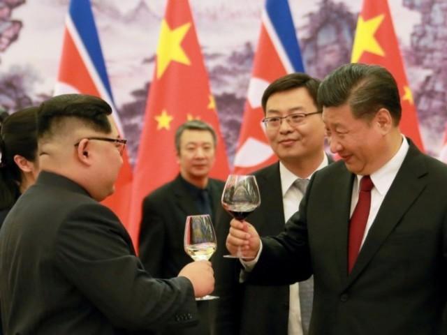 Вино, банкеты и бронированный поезд: как прошла первая зарубежная поездка Ким Чен Ына в роли лидера КНДР