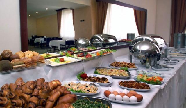 Турецкий отель попытался штрафовать туристов за недоеденную пищу