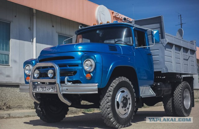 Роскошный грузовик ЗИЛ из Севастополя