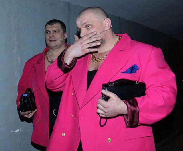 Пацаны в 90-х застряли. В Астрахани поймали банду из семи человек, которые 3 года занимались рэкетом на железнодорожном вокале