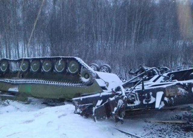 В Омской области сошел с рельсов грузовой поезд с танками