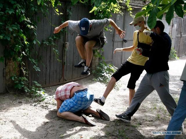 18 фото + видео дня (21.05.2012) - Избиение руководителя украинского гей -