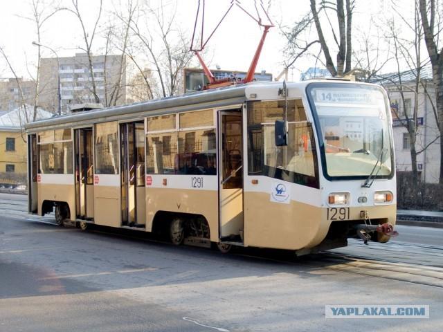 В Магнитогорске таджики обстреливают трамваи.