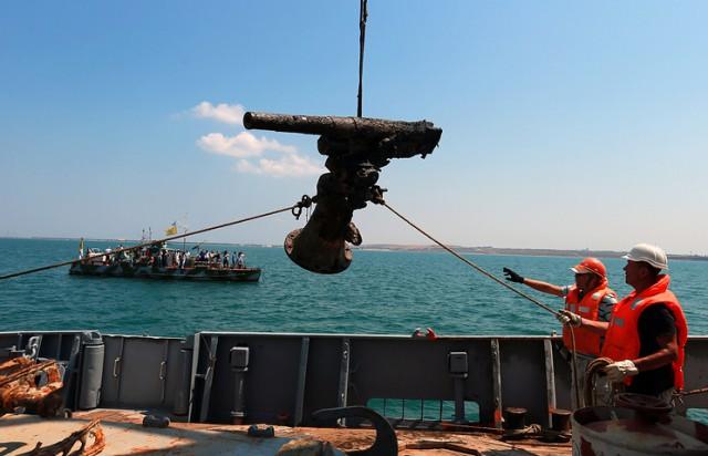 """Консула РФ не пускают в порт Бердянска к экипажу арестованного сейнера """"Норд"""" из Керчи."""