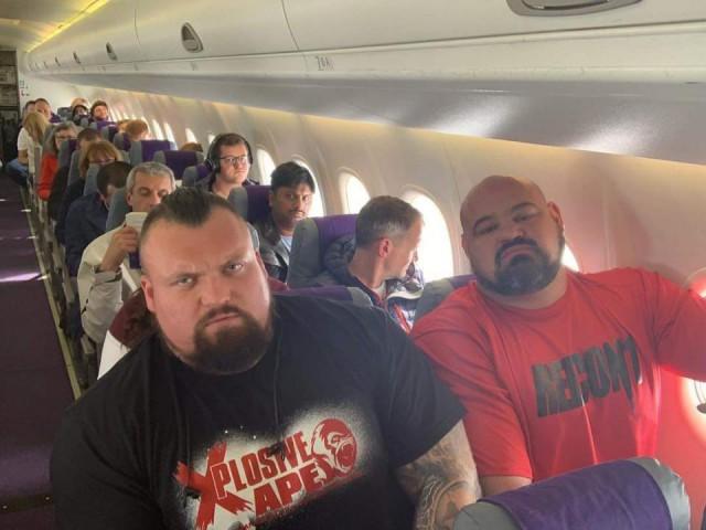 Да что вы знаете о неудобствах в самолете!