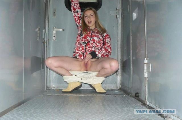 Фото в поезде голых