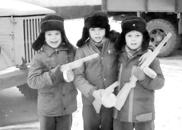 Играли мальчики советские в «войнушку»…