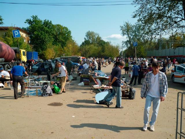 Советские вещи на блошином рынке.