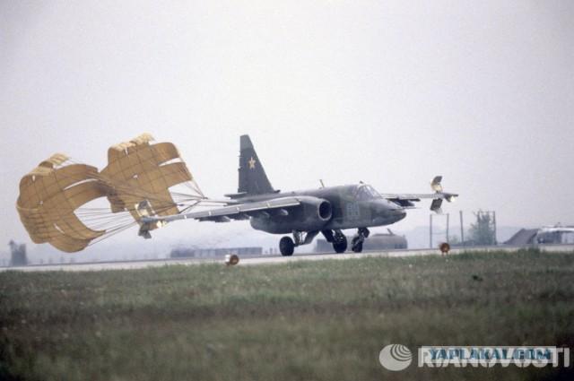 Штурмовик Су-25 впервые приземлился на шоссе