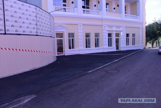 В преддверии приезда в Харьков президента Украины Петра Порошенко в городе начались приготовления ко встрече.