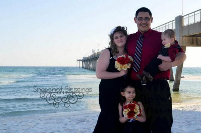 Счастливая семья муж, жена и их любовница