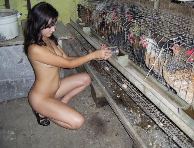моя голая жена в сарае фото