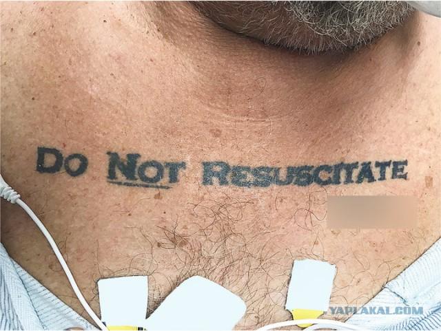 Медики не смогли спасти мужчину из-за его татуировки