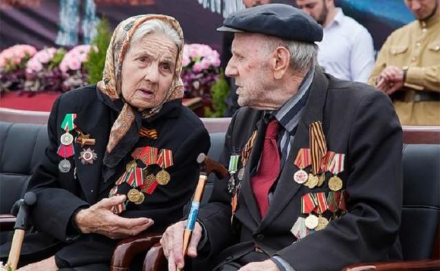 Единоросс пристыдил и отругал петербургского депутата за предложение увеличить пенсии ветеранам.