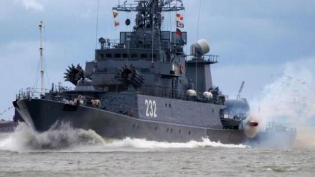 """Российские корабли гоняют три НАТОвские """"жертвы"""" по всему Чёрному морю"""