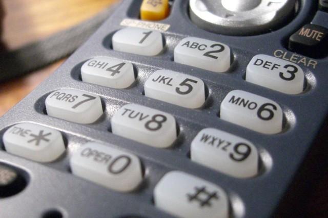 Откуда взялось такое расположение кнопок телефона?