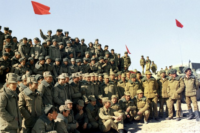 Почетными гостями линейки стали члены союза ветеранов афганистана советского района