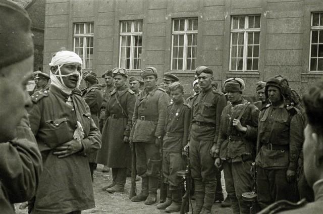 После боя, 1945 г.