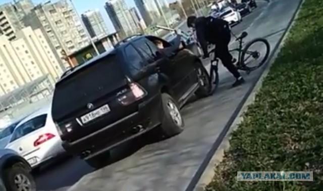 Водителя BMW, наехавшего на велосипедиста на Халтурина, оштрафуют за езду по тротуару