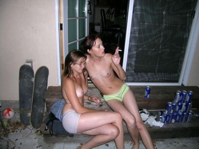 фото пьяных и голых девушек
