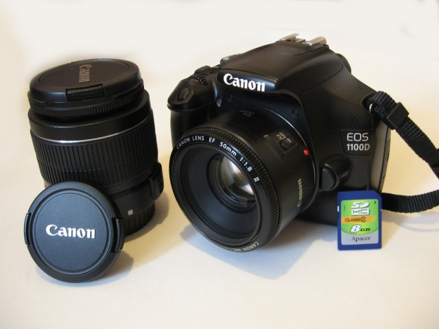Canon 1100D (2 объектива,флешка 8 гб,сумка,штатив)