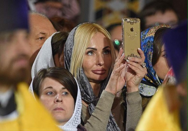 РПЦ против селфи и фоточек на богослужениях