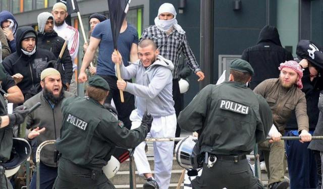 Арабский бандитский клан объявил охоту на немецкого полицейского.