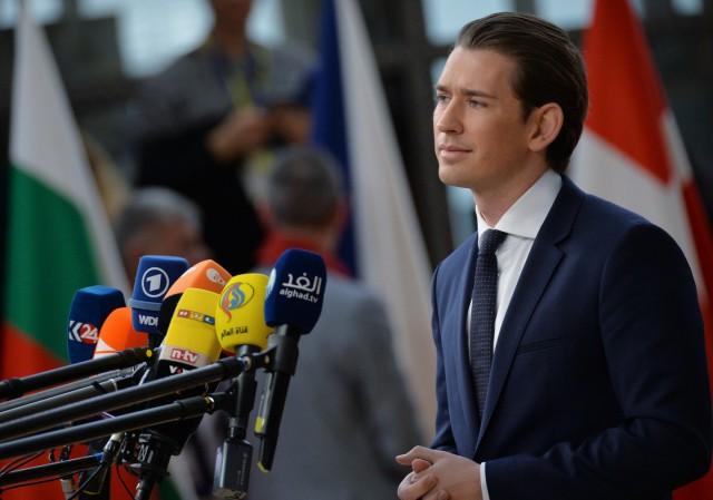 Канцлеру Австрии угрожают расправой из-за закрытия мечетей в стране
