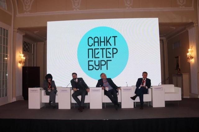 Ответка в соцсетях на новый логотип Петербурга - фотоподборка